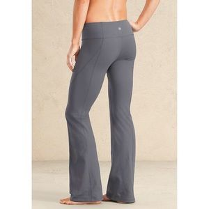 Athleta kickbooty Yoga Pant